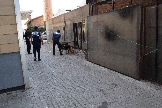 Dedektör Köpekler 1 Mayıs'ta Görevde