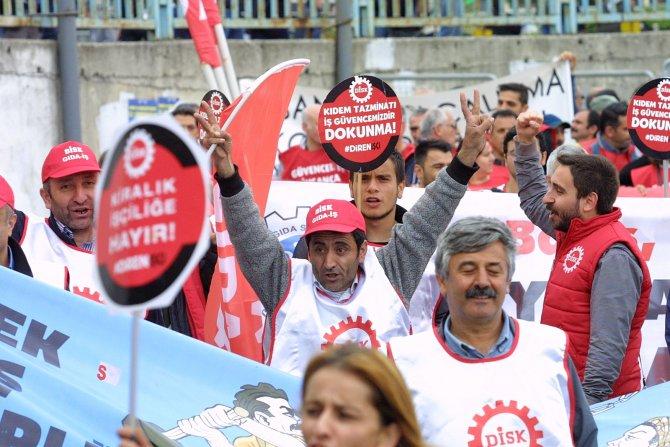 Bakırköy'de 1 Mayıs kalabalığı artıyor
