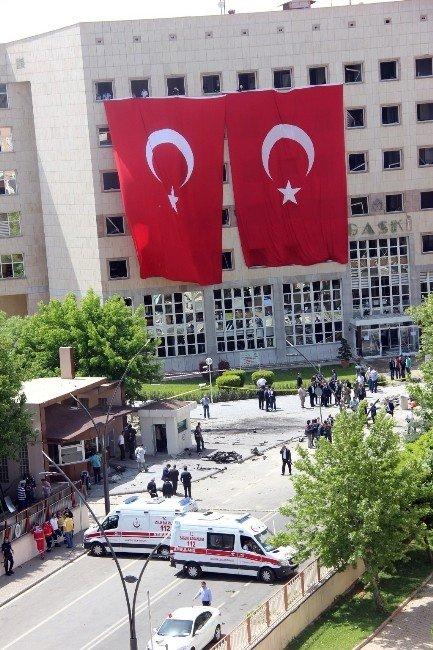 Gaziantep'teki Patlamada Gaski Binası Büyük Hasar Gördü