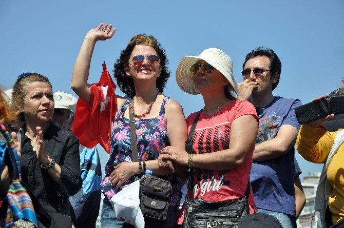 İzmir'de 1 Mayıs Türkülerle Kutlanıyor