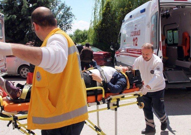 Otomobilin Çarptığı Genç Kız, Ağır Yaralandı