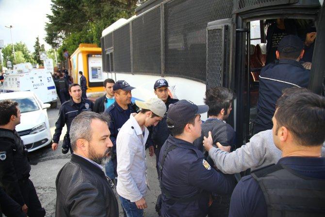 Taksim'e girmek isteyen şahısların çantasından molotof çıktı
