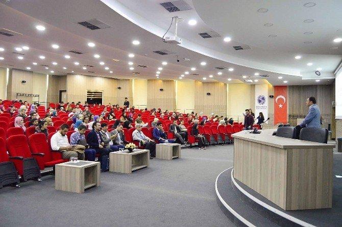 SAÜ'de 'Türkiye'de Kimlikler' Siyaseti İsimli Konferans