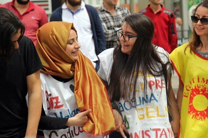 Sivas'ta 1 Mayıs Halaylarla Kutlandı