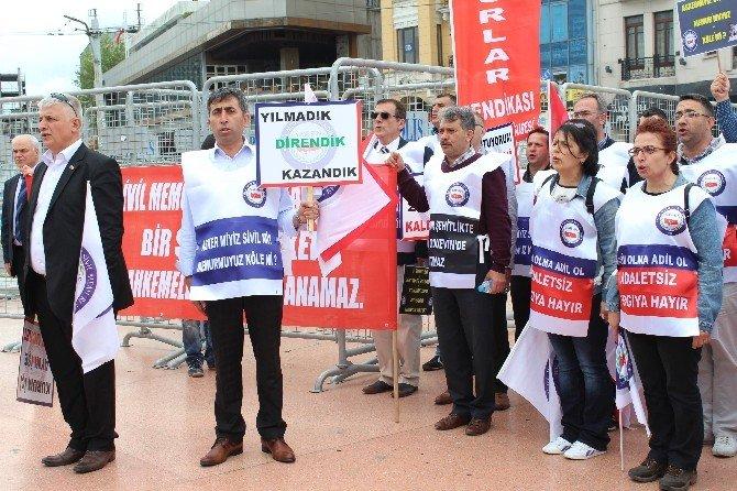 Sime-sen, Taksim Cumhuriyet Anıtı'na Çelenk Bıraktı