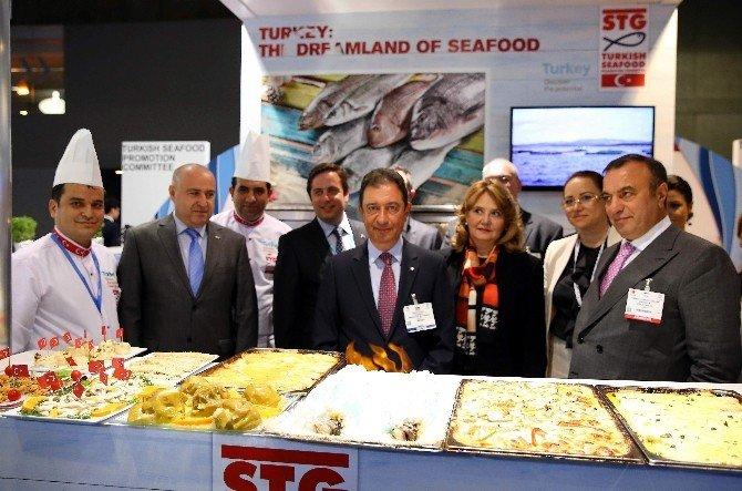 Avrupalılara 5 Bin Porsiyon Balık İkram Edildi