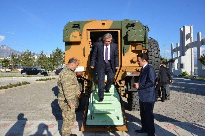 Vali Kahraman Jandarmaya Alınan Zırhlı Araçları İnceledi