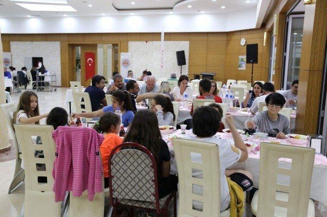 Başkan Hüsrev Kutlu'dan, Misafir Sporculara Yemek
