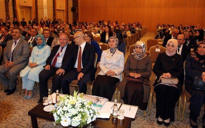 Sare Davutoğlu Konya'da Sempozyuma Katıldı