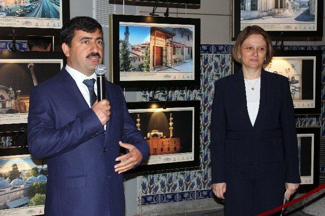 Bezmialem Valide Sultan'ı Anma Haftası Etkinlikleri Fotoğraf Sergisiyle Başladı