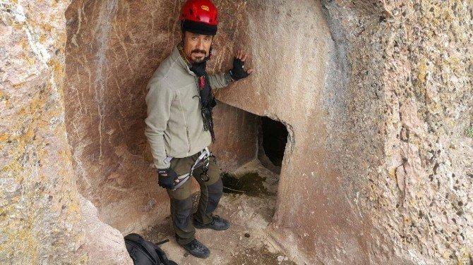 Hakkarili Dağcılar Urartu Kaya Mezarlıklarına Tırmandı
