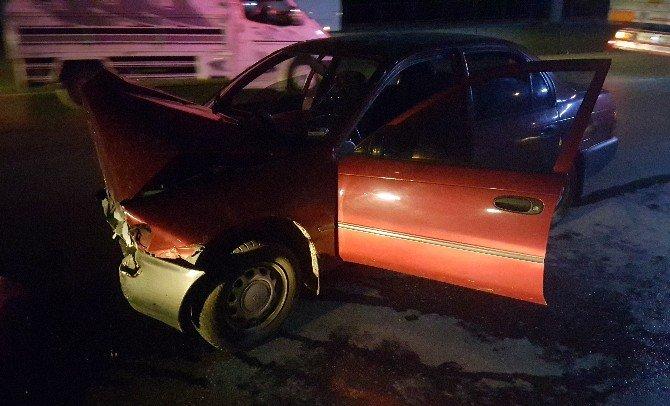 Direksiyon Hakimiyetini Kaybeden Sürücü Duvara Çarptı: 1 Yaralı