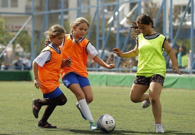 Konak'ın Kızları Ablalarının İzinde