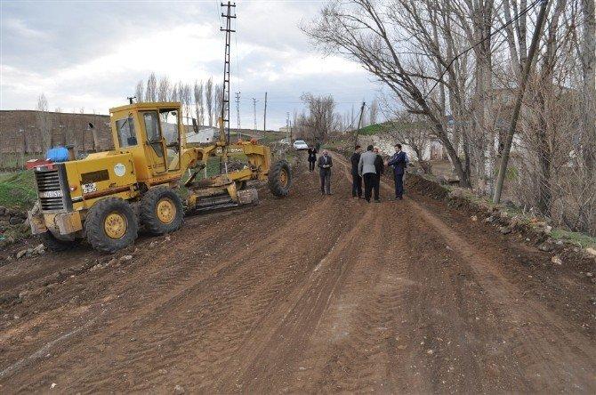 Köy Yollarında Bakım Ve Onarım Çalışmaları Başladı