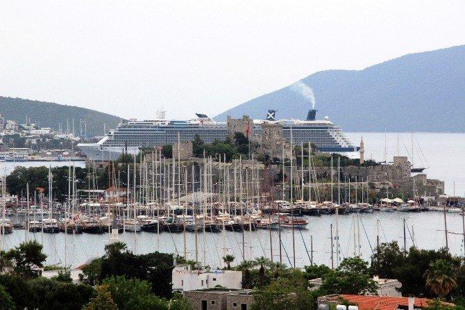 7 Bin Turist Bodrum'a Akın Etti