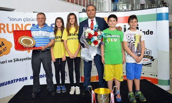 Muratpaşa'dan Amatör Spora Malzeme Desteği
