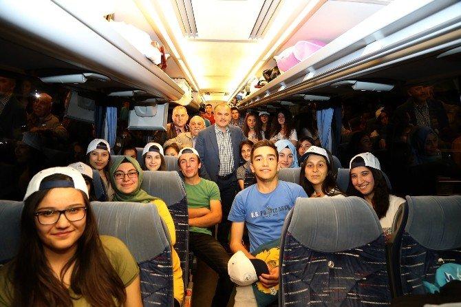Başkan Gürlesin, Lise Öğrencilerini İstanbul'a Gönderdi
