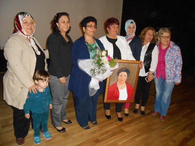 Eskişehirli Şair Minever Sezer'in ''Gül Burcu'' Kitabının İmza Günü Yapıldı