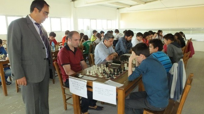 Burhaniye'de Santranç İl Yöre Yarışmaları Yapıldı