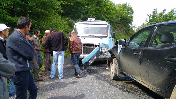Öğrenci servisi kamyonetle çarpıştı: 12 yaralı