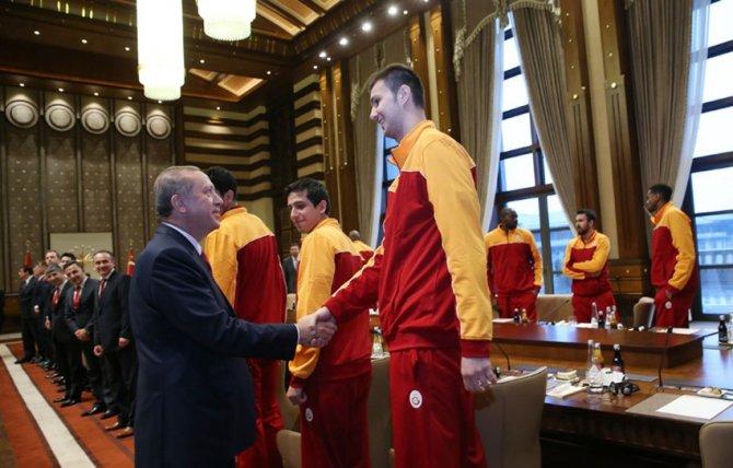 Cumhurbaşkanı Erdoğan, Galatasaray Basketbol Takımı'nı kabul etti