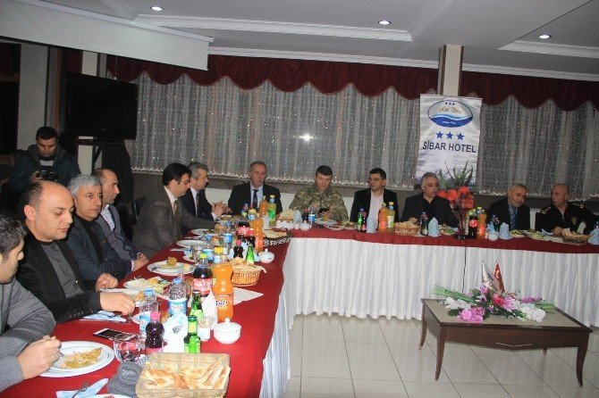 İdareciler ve gazeteciler HATSO yemeğinde bir araya geldi