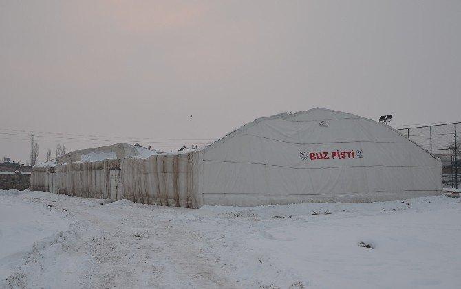 Iğdır'da buz pistinin çatısı çöktü