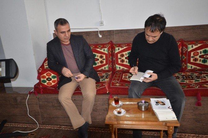 Başkan Yikit 'Öykü Atölyesi'ni ziyaret etti