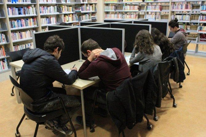 Büyükçekmece Kutadgu Bilig Kütüphanesi gençlerin akınına uğruyor