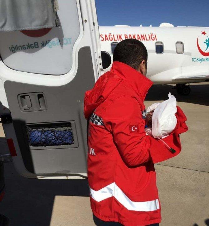 Kalp yetmezliği bulunan 1 yaşındaki çocuk, ambulans uçakla İstanbul'a gönderildi