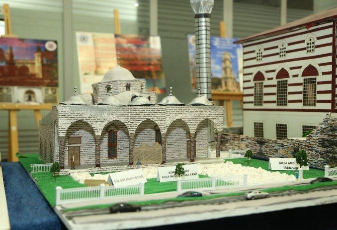 Öğrenciler İstanbul'un tarihi eserlerini incelemeye aldı