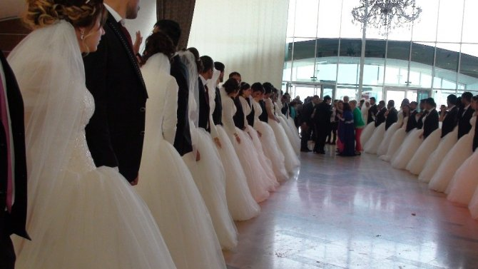 Kızıltepe'de toplu nikah töreni yapıldı