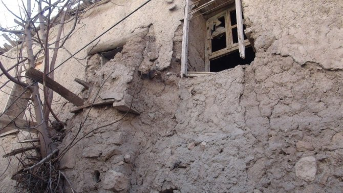 Nusaybin'de tarihi yapı yıkılma tehlikesiyle karşı karşıya