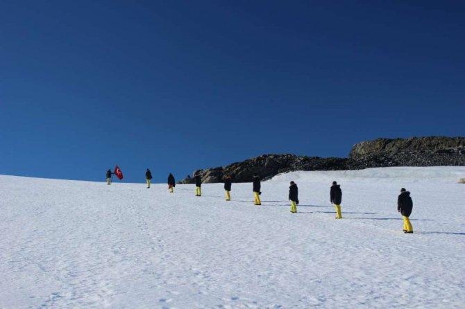 Türk bilim adamları Antartika'da