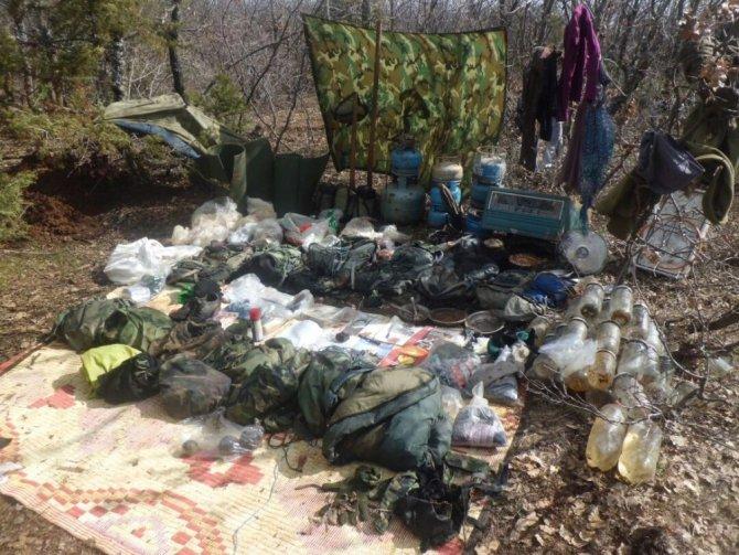 Bingöl'de terör örgütü PKK'ya ait 2 sığınak ele geçirildi