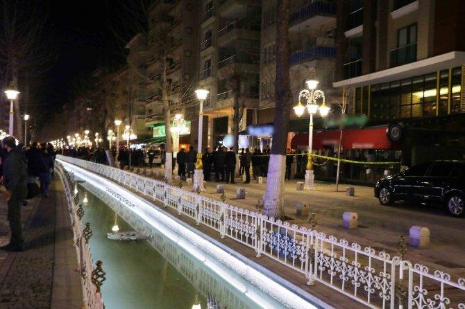 Kafede silahlı kavga: 2 ölü, 9 yaralı