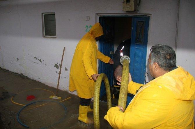Kurtalan'da selden dolayı 28 evi su bastı