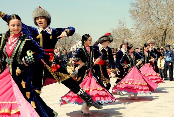 Türk dünyası, Nevruz kutlamalarında Türkistan'da bir araya geliyor