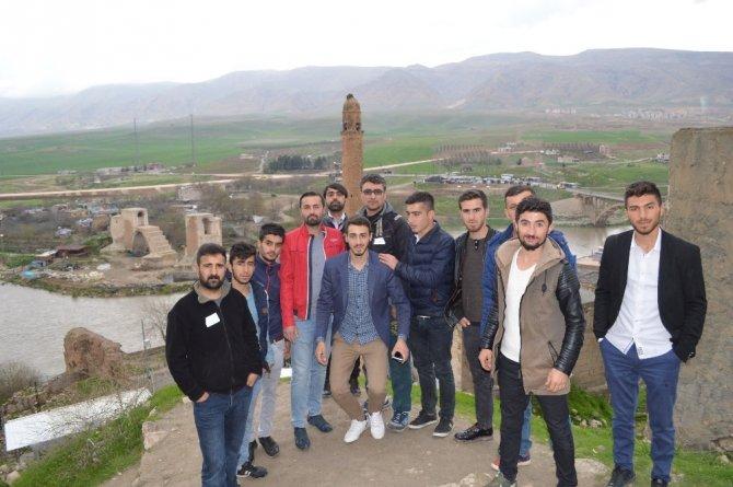 TÜGVA gençleri Hasankeyf'i gezdi