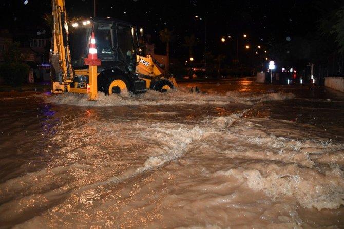 Mersin'de gece yağan sağanak yağış etkili oldu. ile ilgili görsel sonucu