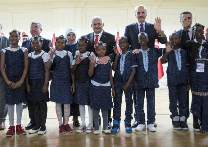 Başbakan Yıldırım, dünya çocuklarıyla bir araya geldi
