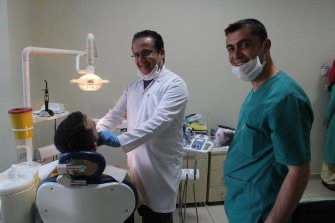 Hastalara gülmeyi sevdiren doktor
