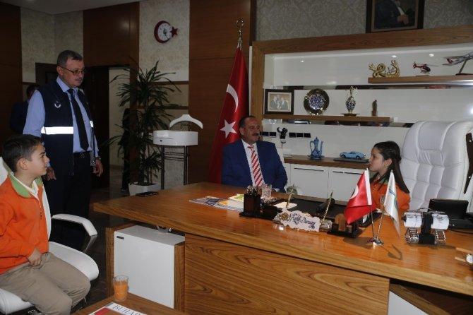 Başkan Duruay, 23 Nisan dolayısıyla koltuğunu Mervegül Buğday'a bıraktı