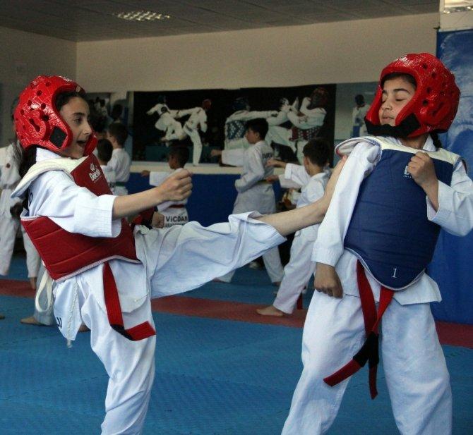 Taekwondo ile büyüyüp geleceklerine yön veriyorlar