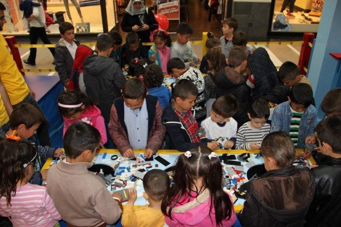 Peliatalanlı öğrenciler Forum Magnesia'da Lego ile tanıştı