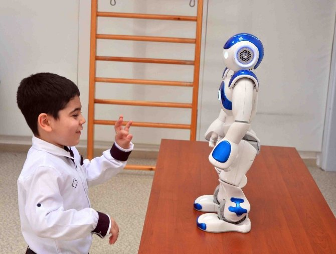 Otizmli Çocuklar Robotik Eğitimle Daha Kolay Öğreniyor ile ilgili görsel sonucu