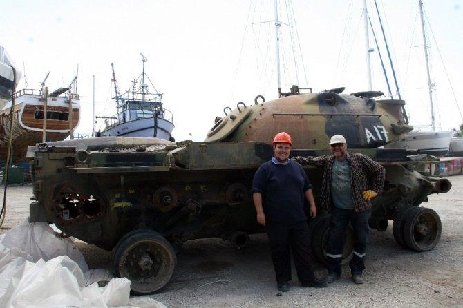 Savaş tankı dalış turizmi için batırılacak