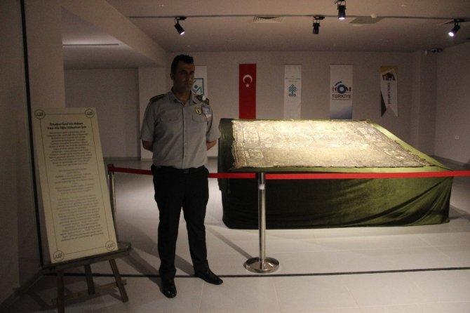 Süleyman Şah Türbesi'nin sanduka örtüsü ilk defa sergileniyor