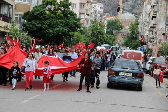 CHP'liler güzergahı beğenmedi, trafiği felç etti