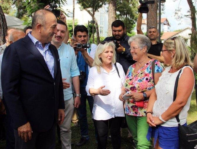 Bakan Çavuşoğlu Alanya'daki yerleşik Almanlarla görüştü